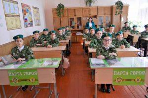 https://topwar.ru/uploads/posts/2021-03/thumbs/1616658645_selo-donskoe-6-shkola-party-geroev-antonenkova-i-buravceva.jpg